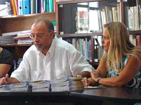 "O πρόεδρος του ""Βικέλα"" Μανώλης Κουρμαδιάς και η αντιπρόεδρος Λίλα Παπαδημητρίου στην συνέντευξη τύπου για τα ""Μενάνδρεια 2012"""